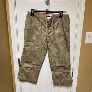 Nike Fortitude Khaki Capri Pants Size Medium NWT